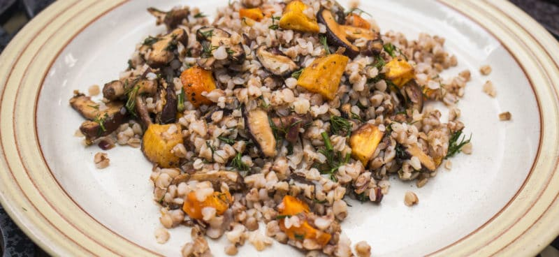 Гречка с рисом овощами и мясом: блюдо для всей семьи.