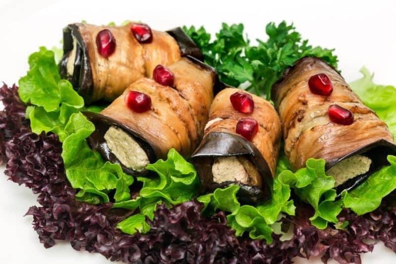 Рулеты из баклажанов с грецким орехом