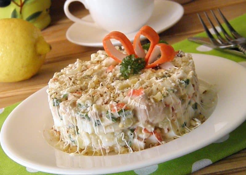 Салат из крабовых палочек: вкусно, быстро и интересно. 1