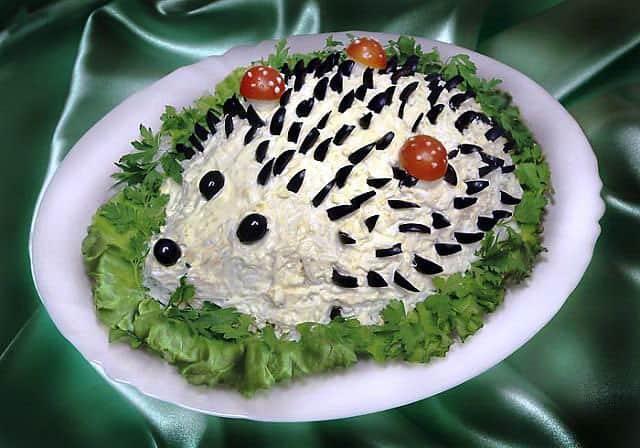 Салат Ёжик - праздничный салат из куриной грудки с красивым оформлением 1
