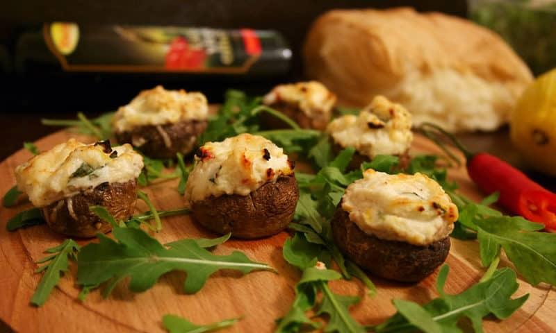 Фаршированные грибы в духовке