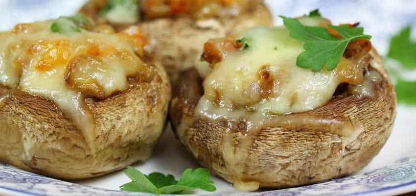Фаршированные грибы в духовке: сочно, быстро, дёшево и сытно 1