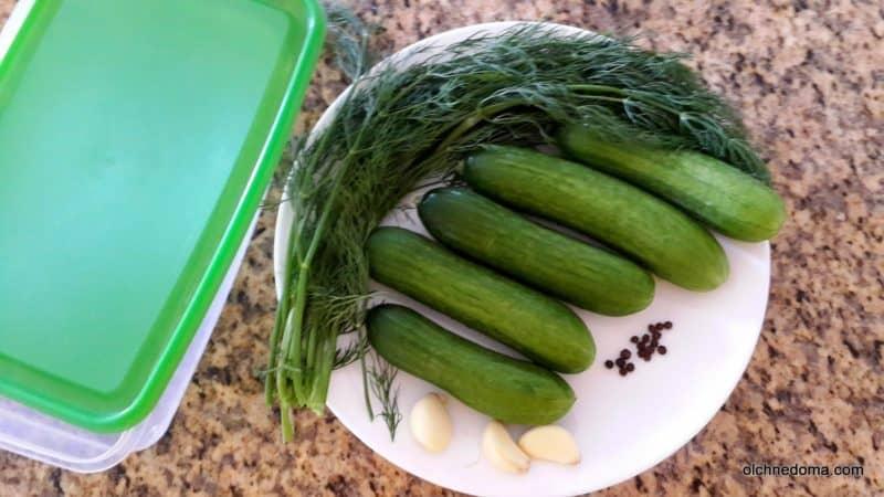 Огурчики малосольные хрустящие: пара отличных рецептов