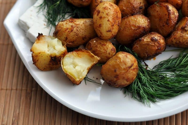 Печеный картофель в духовке: хрустящий и пикантный. Весь секрет в приготовлении! 1