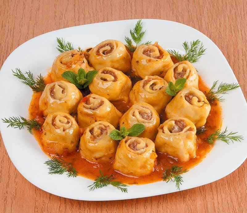 Ленивые пельмени с овощной подливой: шикарный обед из простых продуктов 1