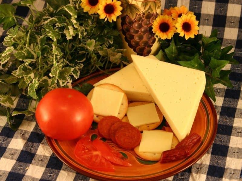 Лепешки с колбасой и сыром