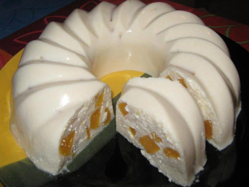 Торт без выпечки с творогом: приготовление займет всего 5 минут.