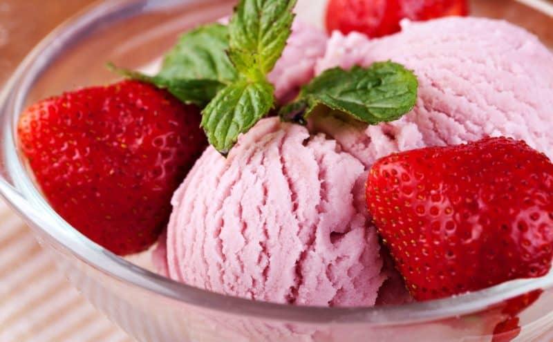 Клубничное вкусное домашнее мороженое – просто и легко 1