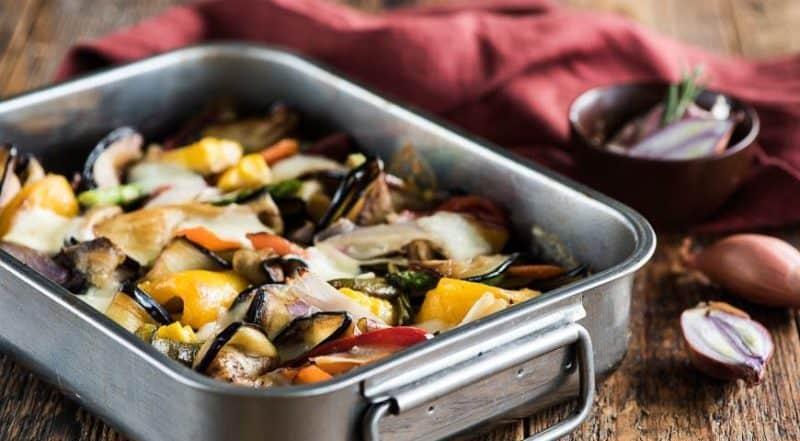 Баклажаны с овощами и сыром: быстрая ароматная вкусная запеканка