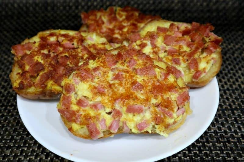 Быстрые горячие бутерброды на завтрак - рецепт пошаговый с фото
