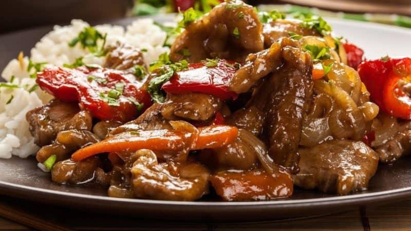 Свинина с болгарским перцем и луком: очень аппетитное и вкусное блюдо 1