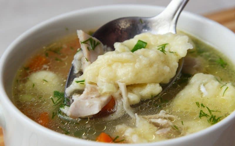 Куриный суп с клецками: на каждый день