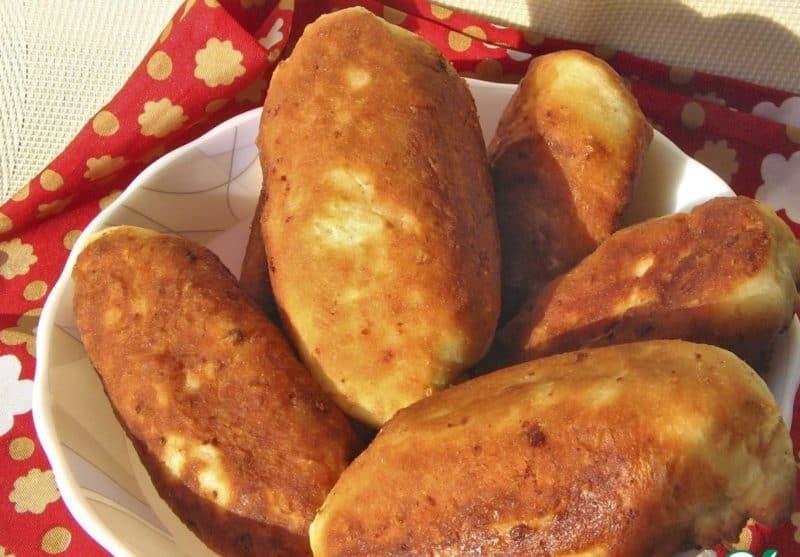 Жареные пирожки на сковороде: мягкие воздушные вкусные из самого простого теста 1
