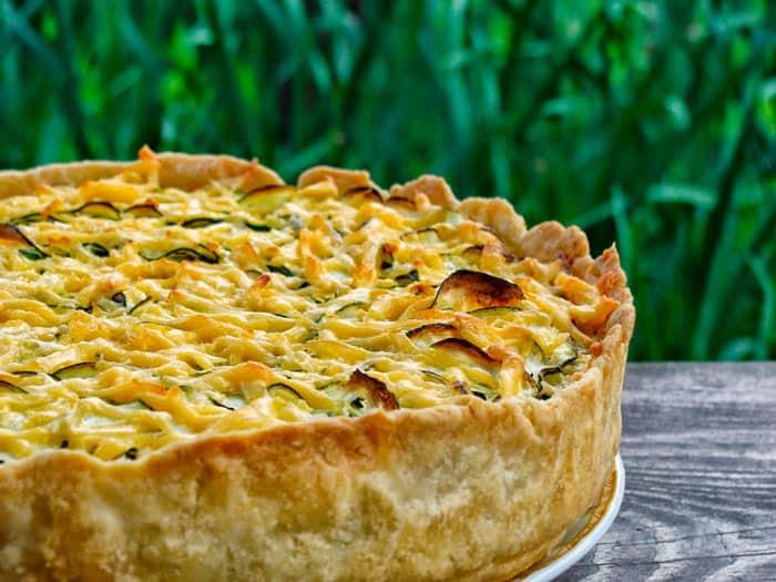 Заливной пирог с курицей и кабачками: простой и быстрый рецепт 1