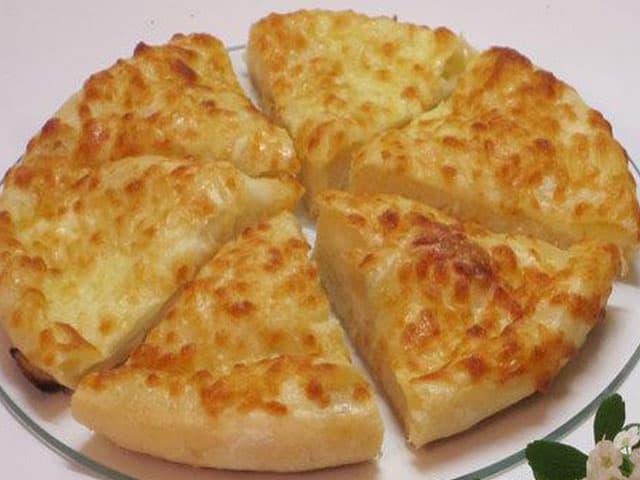 Лепёшки с сыром: этот перекус можно готовить хоть каждый день 1