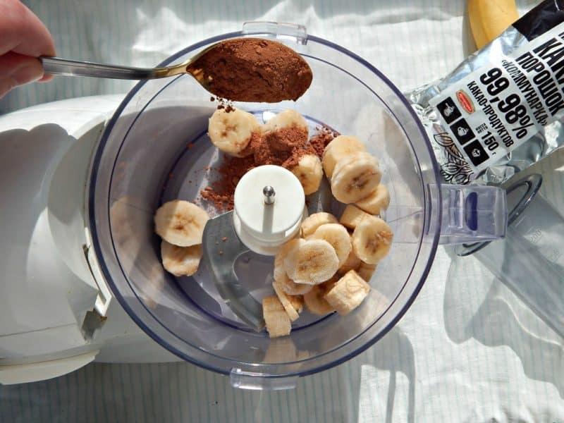 Всего из 2 ингредиентов и за 5 минут готовим вкусный десерт – шоколадное мороженое без сахара и сливок.