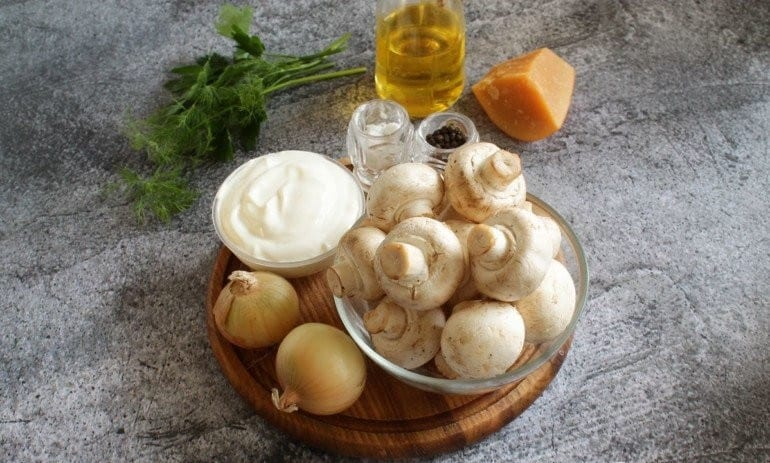 Блюдо из фарша и грибов