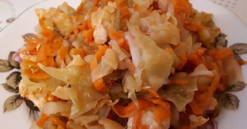 Вкусная тушеная капуста по-деревенски – очень простой и нужный рецепт