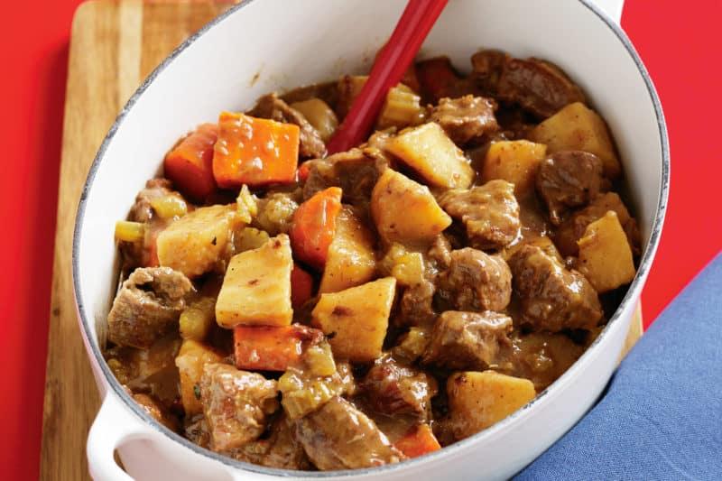 Тушеный картофель с мясом по-деревенски – вкусно, как у бабушки