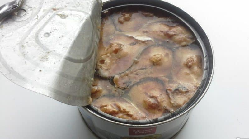Заливной пирог с картофелем и сайрой: так и хочется взять кусочек