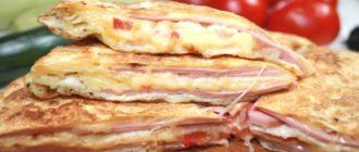 Завтрак из лаваша и колбасы: все сложили в сковороду и забыли 15