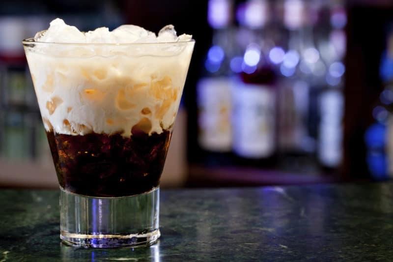 Коктейль Белый Русский: очень вкусный напиток с добавлением сливок 1