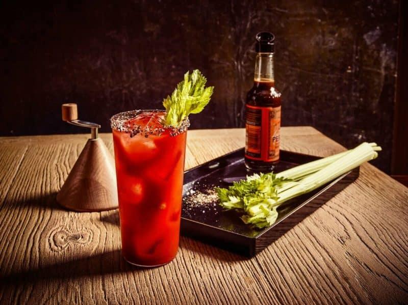 Коктейль Кровавая Мэри: яркий охлаждающий и одновременно согревающий напиток 1