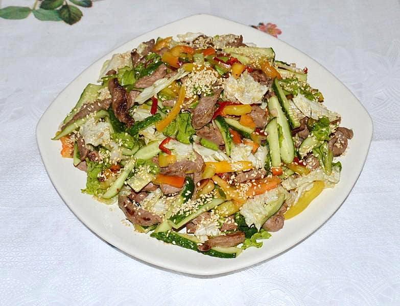 Салат с говядиной и болгарским перцем