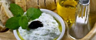 Соус дзадзики: традиционный холодный соус из йогурта и зелени 1