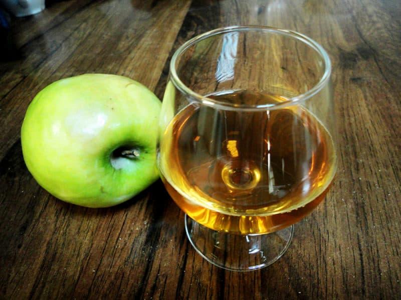 Самогон из яблок: ароматный, мягкий, фруктовый самогон из яблок 1