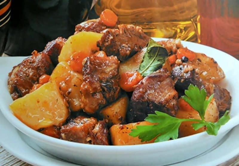 Тушенная говядина с картошкой