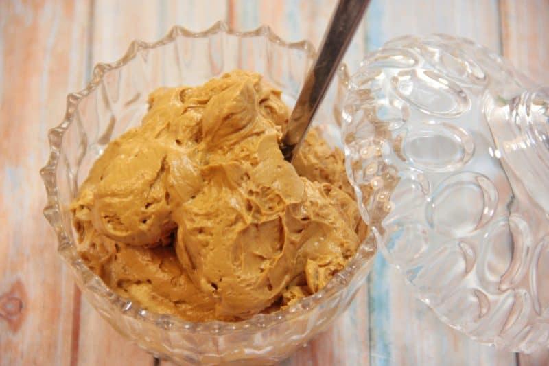 Крем с варёной сгущёнкой для торта