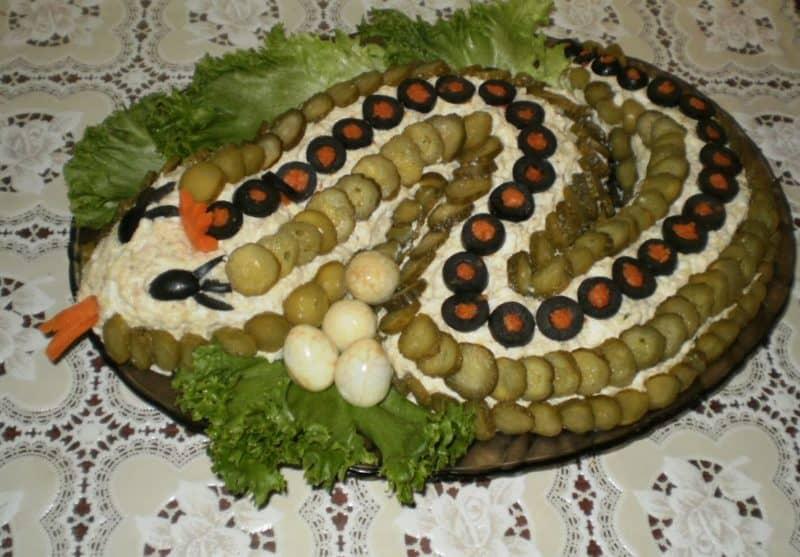 Салат Змейка: гармоничное сочетание курицы и ананаса 1