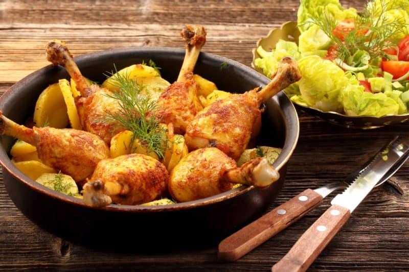 Куриные голени с картошкой: ароматная картошка с румяными куриными ножками 1