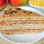 Медовый торт со сливочным кремом: выпечка, которая непременно понравится вашим гостям 13