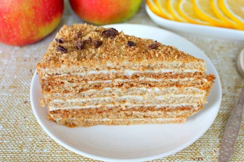 Медовый торт со сливочным кремом: выпечка, которая непременно понравится вашим гостям 1