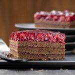 Шоколадный торт с малиной: любители шоколада непременно оценят этот десерт 13