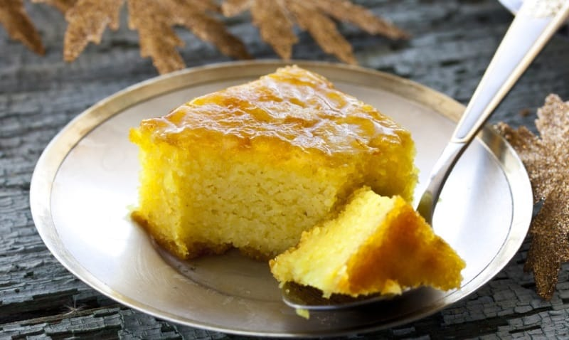 Пирог с манкой на сковороде