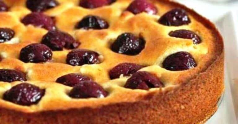 Рецепт пирога с вишней на кефире 1