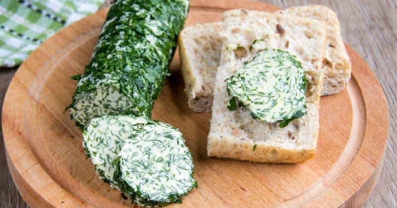 Зелёное масло с чесноком и плавленым сыром. Отличная намазка на любимые бутерброды 4