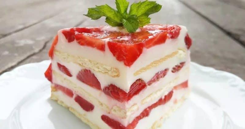 Йогуртовый тортик с фруктами и без выпечки