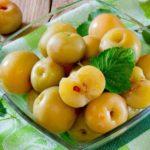 Мочёные яблоки на смородиновых листьях. Бабушкин рецепт - быстро, полезно и просто 23