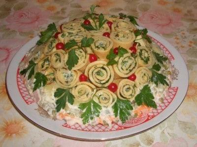 Салат Клумба из блинчиков. Абсолютно простые ингредиенты в этом салате отлично сочетаются и дарят пикантный вкус 4