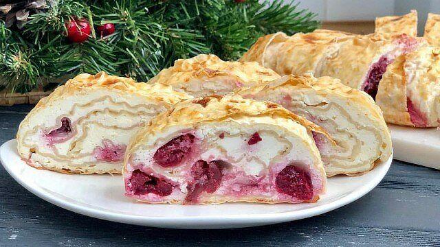 Творожный десерт из лаваша с ягодами