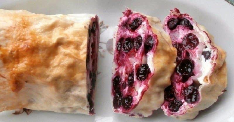 Творожный десерт из лаваша с ягодами. Рулет с ароматной начинкой понравится вашим гостям и они попросят добавки 4