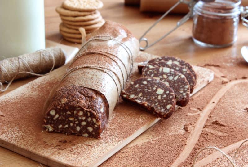 Шоколадное салями с орехами и кунжутом