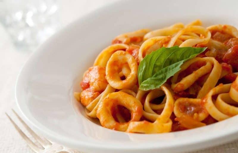 Паста с морепродуктами и сливочным соусом