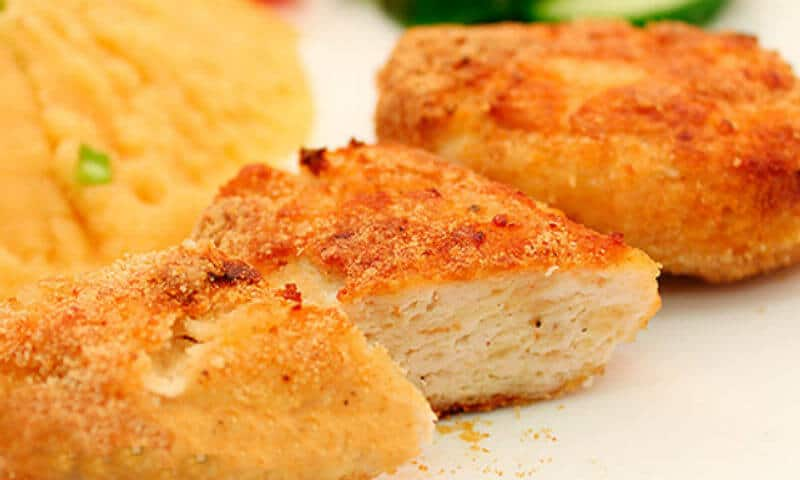 Печённые куриные котлетки с гарниром Полосатый рейс. Красивое и вкусное блюдо 1