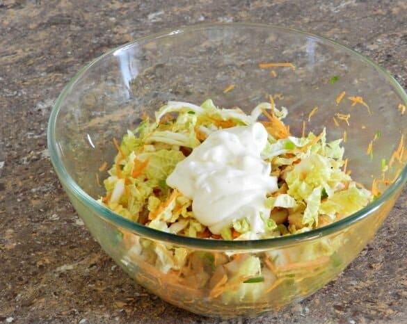 Салат с пекинской капустой Переполох. На приготовление салата уйдем минимум времени