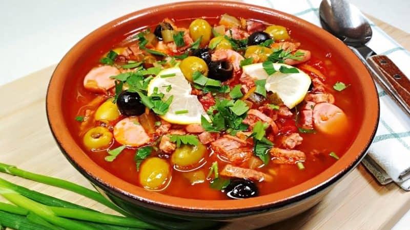 Солянка Горожанка. Первое блюдо с большим количеством мяса и копчёностей 1